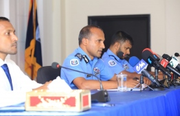 Police talking to the media in the press conference about the attack on Nasheed -- Photo:Police