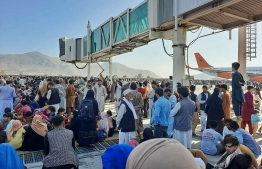 Afghans crowd at the tarmac of the Kabul airport on August 16, 2021, to flee the country as the Taliban were in control of Afghanistan after President Ashraf Ghani fled the country and conceded the insurgents had won the 20-year war -- Photo:  AFP