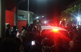 (FILE) Locals in  Addu Hithadhoo protest over the police not arresting the accused official: he is to be kept under police custody under the investigation of this case is over -- Photo: Social Media