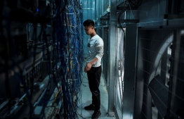 (FILES) This file photo taken on April 1, 2021 shows a worker adjusting cryptocurrency mining rigs at a cryptocurrency farm in Dujiangyan in China's southwestern Sichuan province. - China's central bank on September 24, 2021 ruled that all financial transactions involving crypto currencies are illegal, the latest in a series of regulatory measures to crack down on crypto trading. -- Photo: STR / AFP
